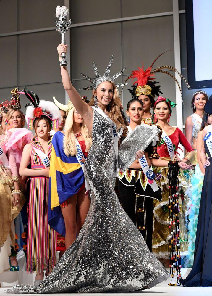Miss USA podczas konkursu Miss International Beauty Pageant 2016 w Tokio