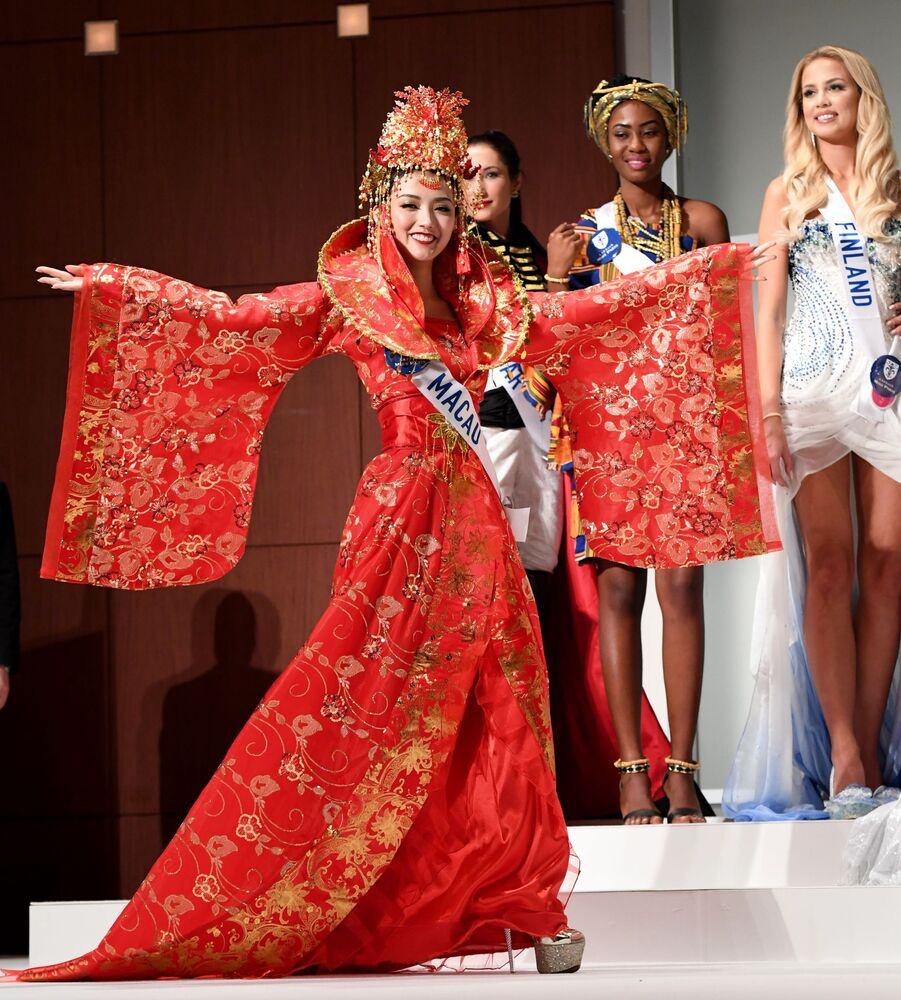 Miss Makau podczas konkursu Miss International Beauty Pageant 2016 w Tokio
