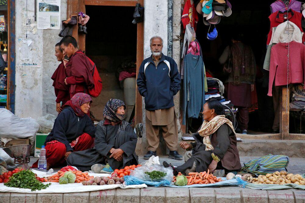 Sprzedawczyni warzyw w mieście Leh, Himalaje