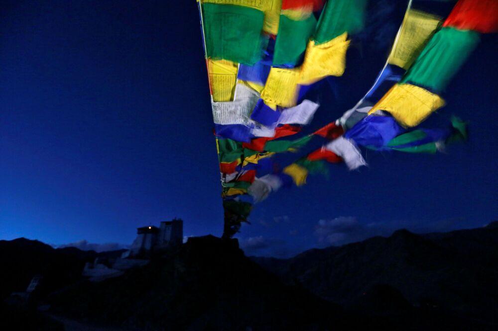 Klasztor buddyjski Tsemo w Himalajach
