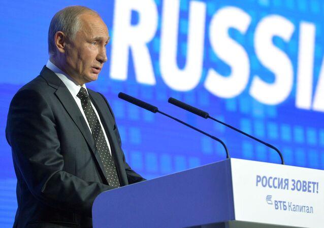 Prezydent Rosji Władimir Putin występuje na forum Rosja woła!