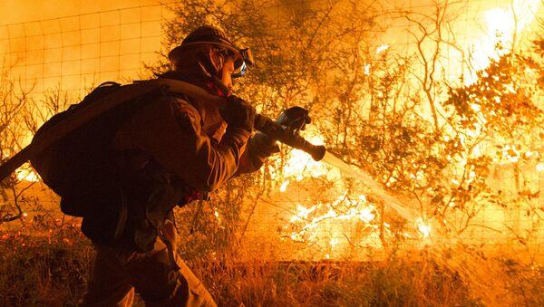 Gaszenie pożaru w Kaliforni, USA - Sputnik Polska