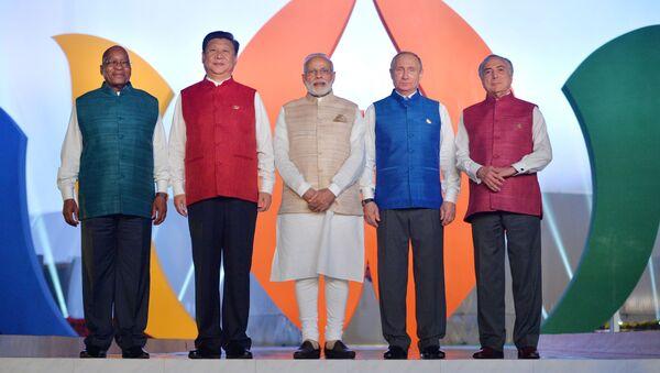 Wspólne pozowanie. Liderzy krajów BRICS w strojach narodowych. - Sputnik Polska
