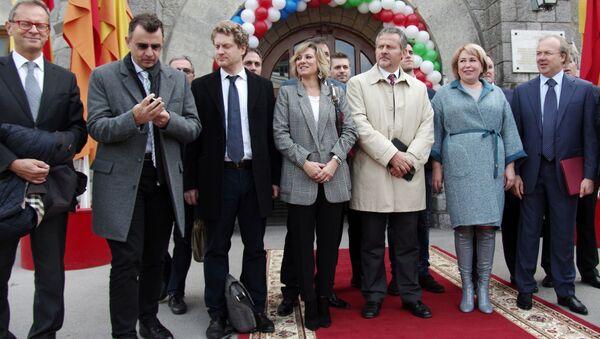 Włoska delegacja i zarząd spółki Massandra w Jałcie - Sputnik Polska