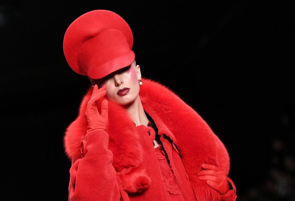 Pokaz kolekcji SLAVA ZAITSEV w ramach Mercedes-Benz Fashion Week w Moskwie