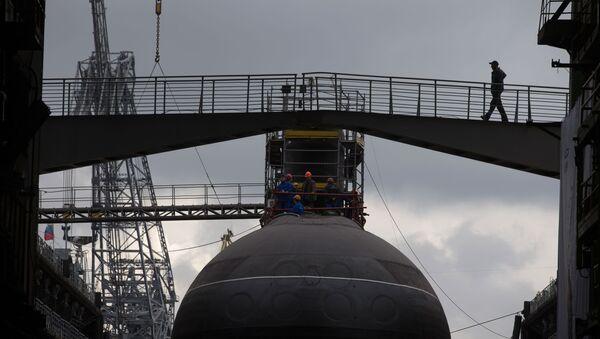 """Wodowanie spalinowo-elektrycznego okrętu podwodnego """"Stary Oskoł"""" - Sputnik Polska"""