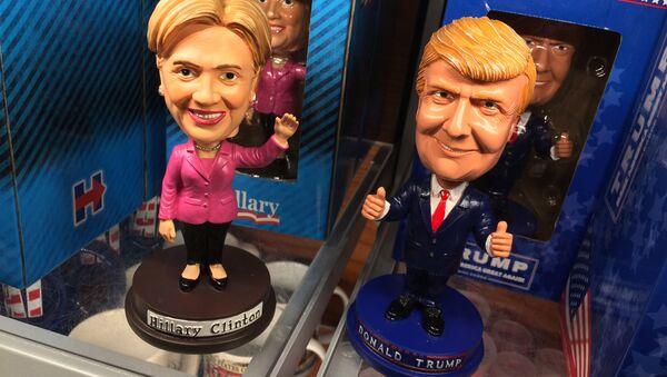 Figurki przedstawiające kandydatów na prezydenta USA Hillary Clinton i Donalda Trumpa - Sputnik Polska