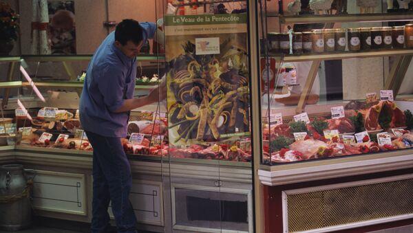 Sklep mięsny w Paryżu - Sputnik Polska