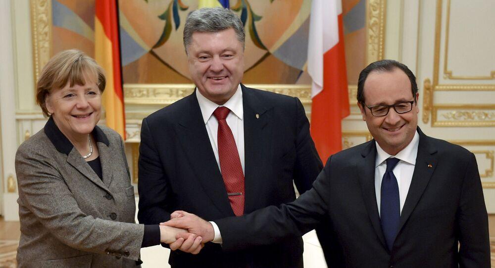 Prezydent Ukrainy Petro Poroszenko, kanclerz Niemiec Angela Merkel i prezydent Francji Francois Hollande