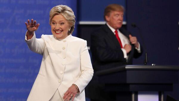 Kandydaci na prezydenta USA Hillary Clinton i Donald Trump po trzeciej debacie - Sputnik Polska