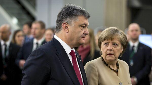 Prezydent Ukrainy Piotr Poroszenko i kanclerz Niemiec Angela Merkel podczas spotkania w Rydze, 22 maja 2015 - Sputnik Polska