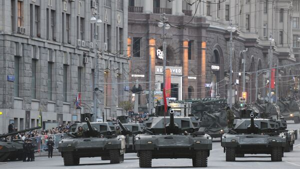 Czołgi T-14 Armata na ulicach Moskwy przed paradą 9 maja 2015 r. - Sputnik Polska