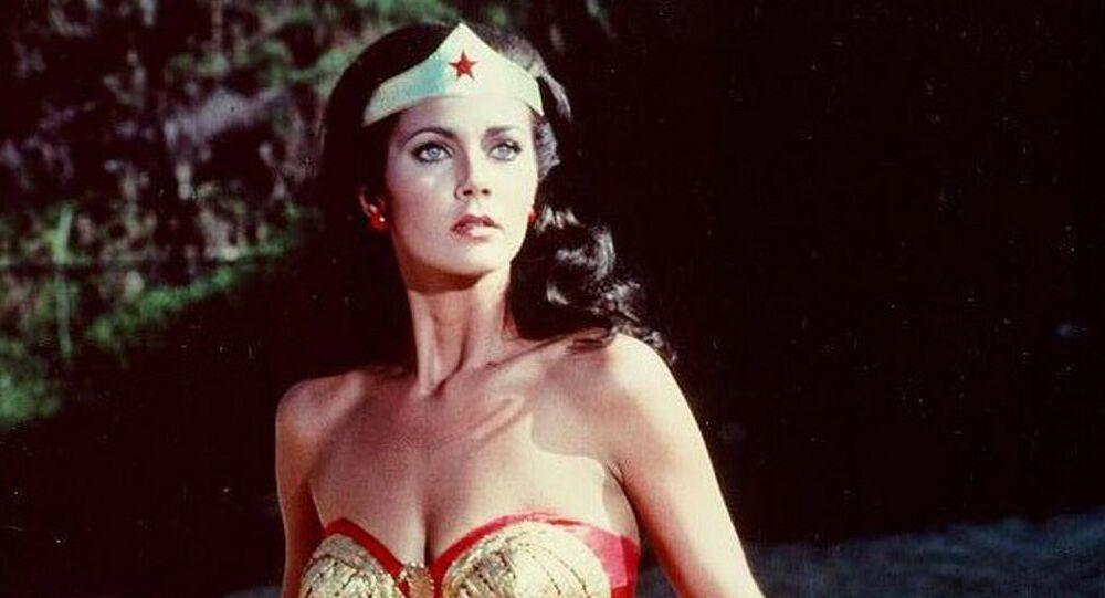 Kadr z amerykańskiego serialu Wonder Woman z lat 1975 - 1979