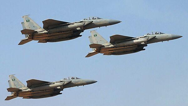 Arabia Saudyjska zrzuca bomby na cywilów, a Brytyjczycy szkolą jej pilotów - Sputnik Polska