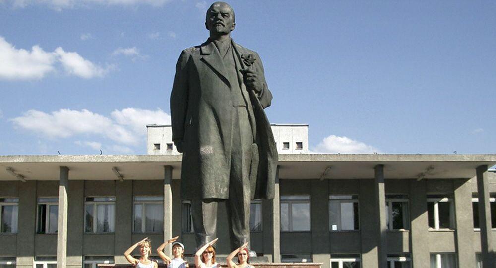 Pomnik Lenina w Nowogrodzie Siewierskim w obwodzie czernihowskim
