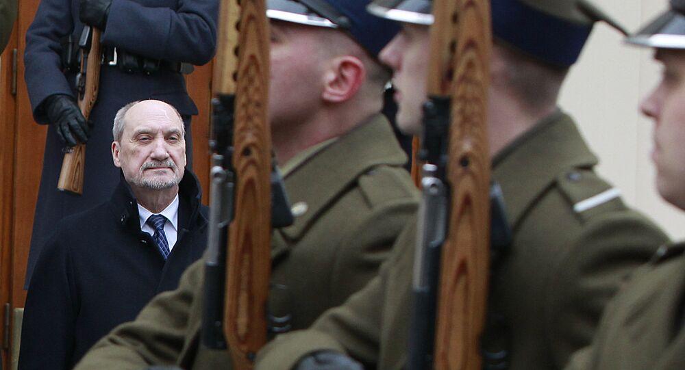 Antoni Macierewicz podczas spotkania z ministrem obrony Łotwy Raimondsem Bergmanisem, Warszawa 14.03.2016