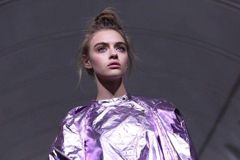 Tymczasem portal internetowy poświęcony modzie Style.com zaliczył Tieriechowa do dziesięciu najlepszych debiutantów roku.