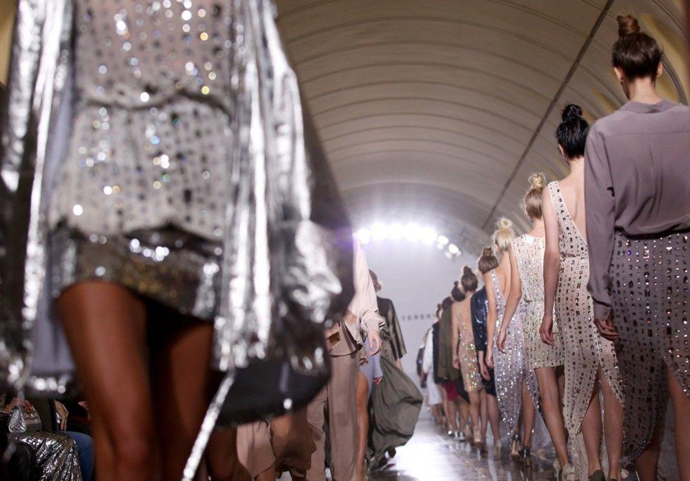 Modele Aleksandra Tieriechowa zostały zaprezentowane w jednym z mediolańskich showroomów.