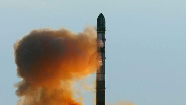 Wystrzelenie rosyjskiej rakiety RS-20 - Sputnik Polska