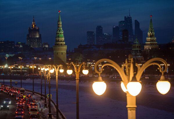 Pełne kolorytu atrakcje Moskwy z każdym rokiem przyciągają coraz więcej turystów do rosyjskiej stolicy. Zdaniem autorów rankingu, aktywna budowa nowych linii metra pozwoli na bardziej komfortowe poruszanie się po mieście. Po otwarciu nowego lotniska Żukowski pojawi się więcej wygodnych rejsów do Moskwy. - Sputnik Polska