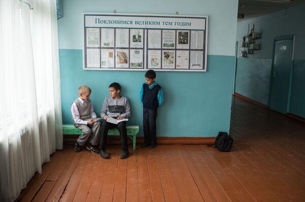 Uczniowie przed rozpoczęciem zajęć - Sputnik Polska