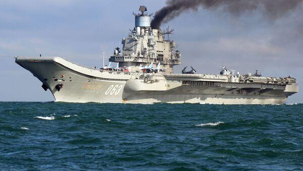 """Na czele grupy rosyjskich okrętów wojskowych płynie ciężki krążownik lotniczy """"Admirał Kuzniecow"""". Przejście rosyjskiej grupy lotniskowej przez La Manche w drodze do Syrii wywołało burzę w brytyjskich mediach. Brytyjska prasa szczegółowo naświetlała to wydarzenie, raportując o przybliżaniu się rosyjskich okrętów niemal co godzinę. - Sputnik Polska"""