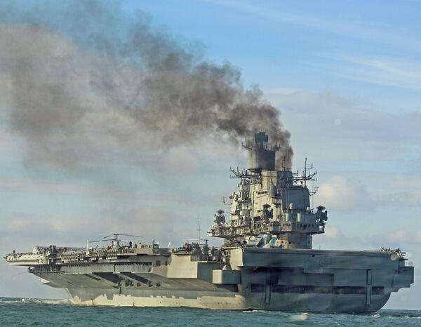 """Ciężki krążownik lotniczy """"Admirał Flota Sowietskogo Sojuza Kuzniecow"""" jest przeznaczony do niszczenia dużych celów nadwodnych oraz ochrony formacji morskich przed atakiem prawdopodobnego przeciwnika. Lotniskowiec ma potężny i ciągle modernizowany własny system antybalistyczny do odpierania ataków rakietowych. - Sputnik Polska"""