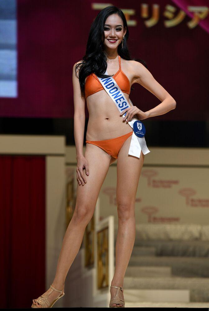 Miss Indonezja podczas prób finału konkursu piękności Miss International Beauty Pageant  w Tokio