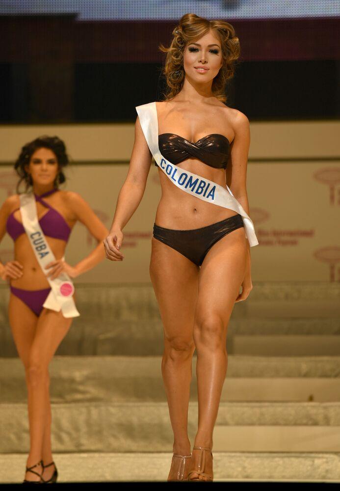 Miss Kolumbia podczas prób finału konkursu piękności Miss International Beauty Pageant  w Tokio