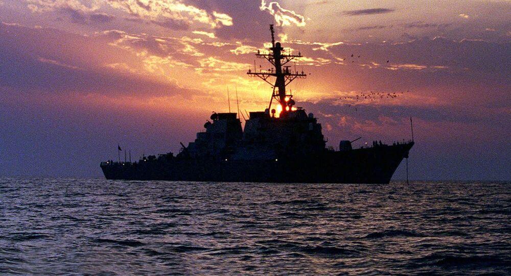 Ametykański niszczyciel  USS Carney