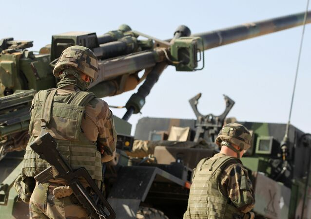 Żołnierze międzynarodowej koalicji podczas operacji w okolicach Mosulu, Irak