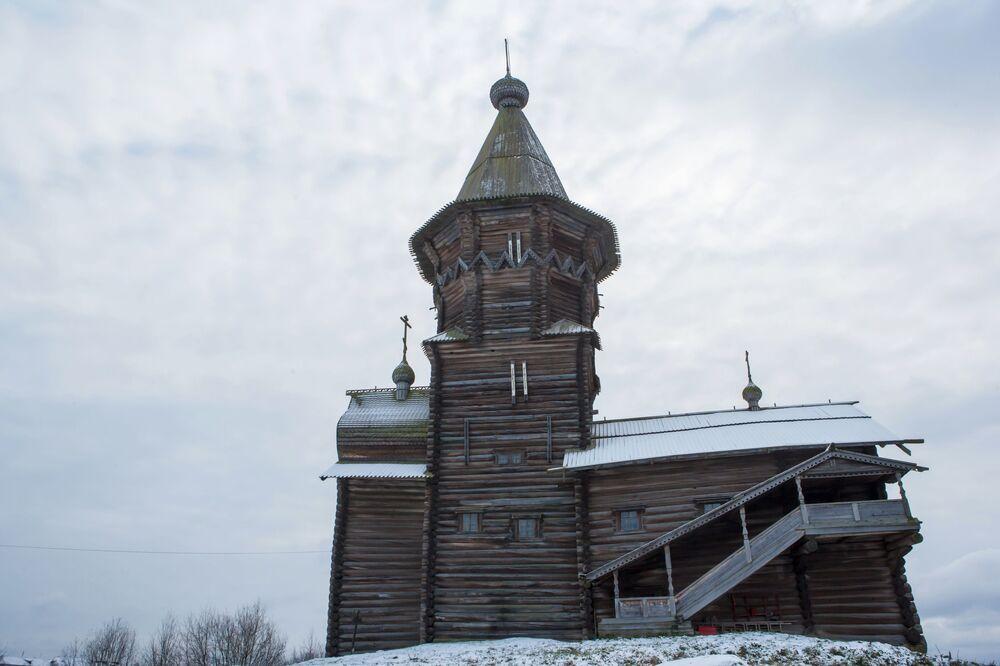 Pierwsze wspomnienie o cerkwi Zaśnięcia Matki Bożej w tym miejscu pojawia się w 1563 roku.