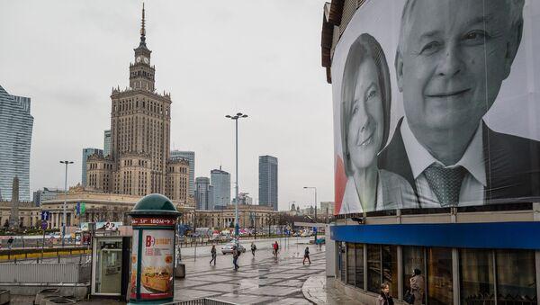 Plakat z wizerunkiem Lecha Kaczyńskiej i jego żony - Sputnik Polska