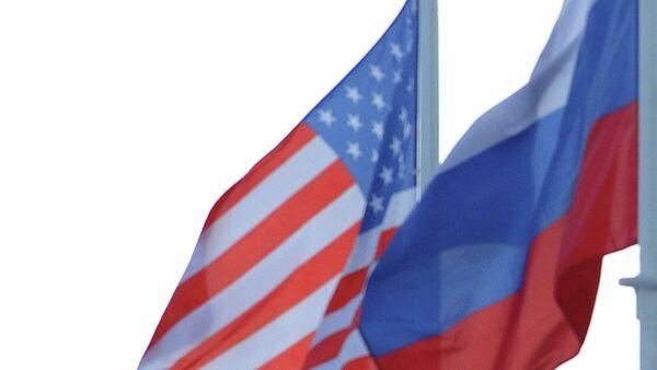 Rosyjska i amerykańska flagi - Sputnik Polska