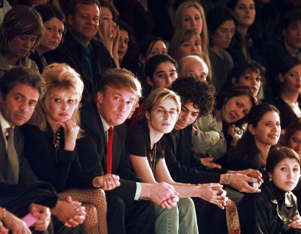 Donald Trump podczas pokazu mody w Nowym Jorku w 1997 roku