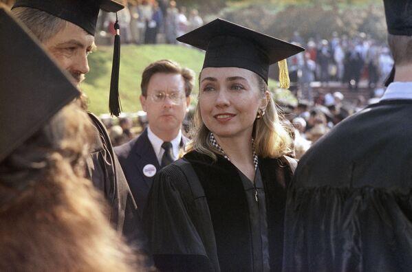 Hillary Clinton otrzymuje stopień doktora nauk prawnych w 1992 roku - Sputnik Polska