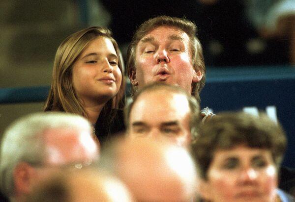 Donald Trump z córką Ivanką na meczu tenisowym w 1994 roku - Sputnik Polska