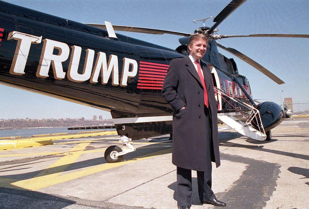 Donald Trump przy swoim helikopterze w 1988 roku