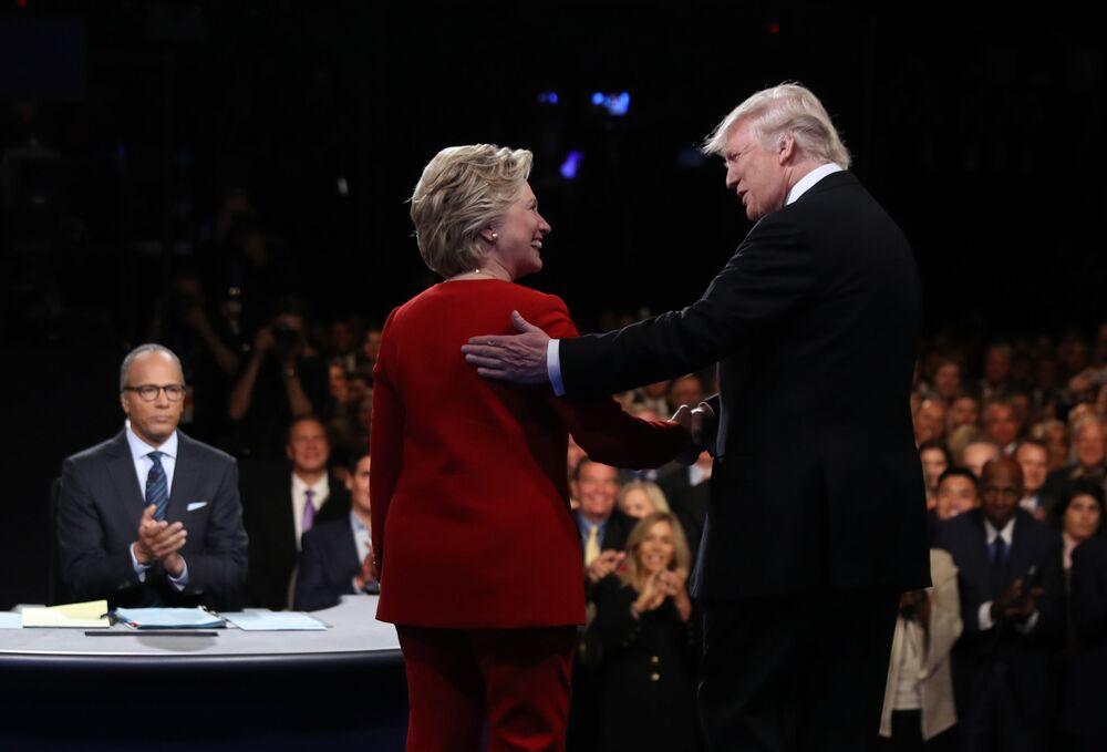 Kandydaci na prezydenta USA Hillary Clinton i Donald Trump podczas debat w Nowym Jorku
