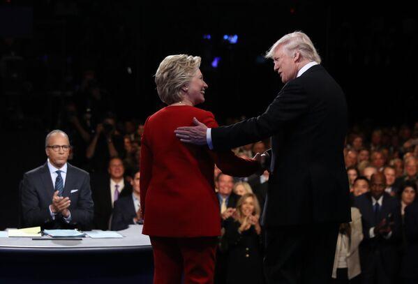Kandydaci na prezydenta USA Hillary Clinton i Donald Trump podczas debat w Nowym Jorku - Sputnik Polska