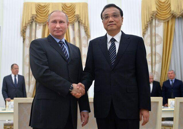 Prezydent Rosji Władimir Putin i premier Chin Li Keqiang