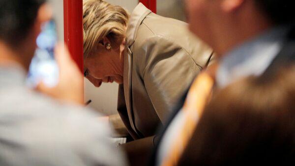 Hillary Clinton głosuje na wyborach w Nowym Jorku - Sputnik Polska