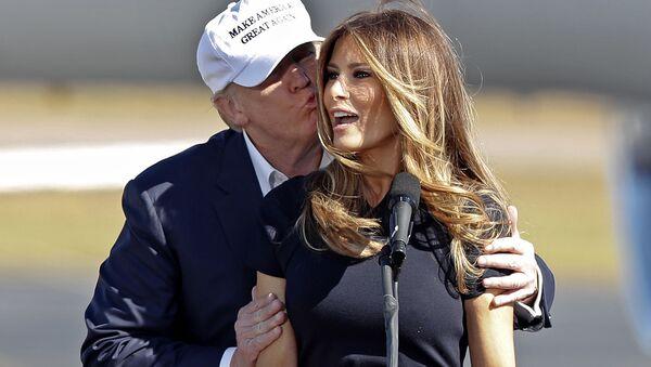 """Melania Trump aktywnie wspierała swojego męża w trakcie kampanii wyborczej. – Mąż będzie się koncentrował na jednym: Ameryka jest pięknym krajem, który on bardzo mocno kocha"""". - Sputnik Polska"""
