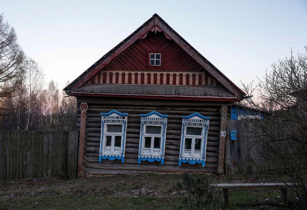 W surowych warunkach klimatycznych Północy drewniany dom o wiele lepiej zachowuje ciepło niż kamienny.