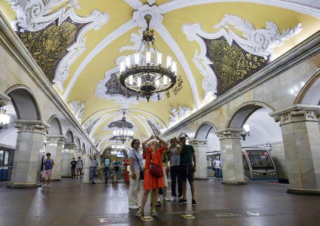 Przewodniczka z wycieczką, Moskwa.