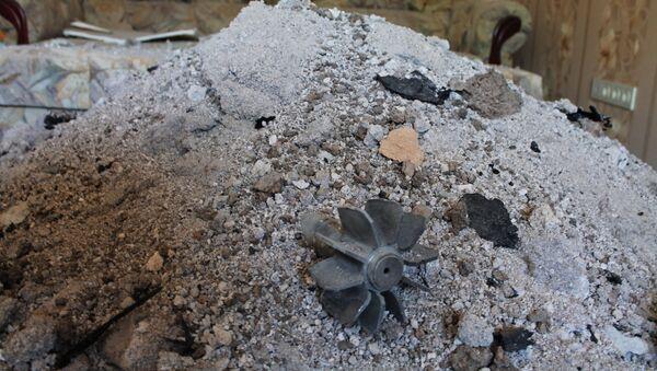 Fragment pocisku, który uderzył w budynek mieszkalny w wyniku ostrzału Doniecka przez ukraińskie siły bezpieczeństwa - Sputnik Polska