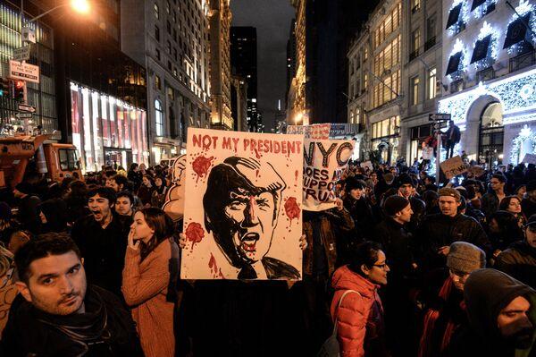 Akcje protestacyjne w Nowym Jorku po zwycięstwie Donalda Trumpa w wyborach prezydenckich w USA - Sputnik Polska