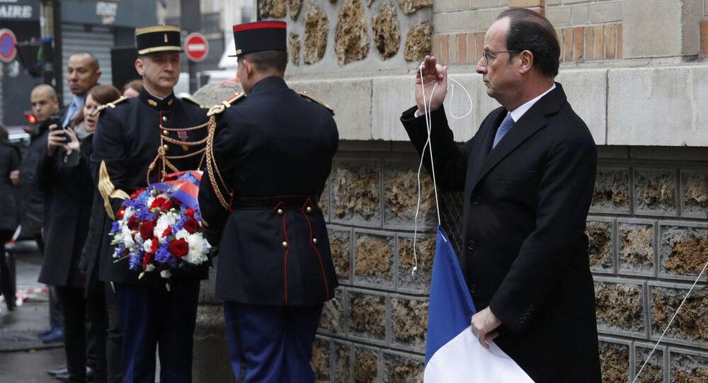 W niedzielę francuski prezydent Francois Hollande złożył hołd ofiarom ubiegłorocznych zamachów terrorystycznych w Paryżu