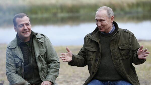 Prezydent Rosji Władimir Putin i premier Dmitrij Miedwiediew - Sputnik Polska
