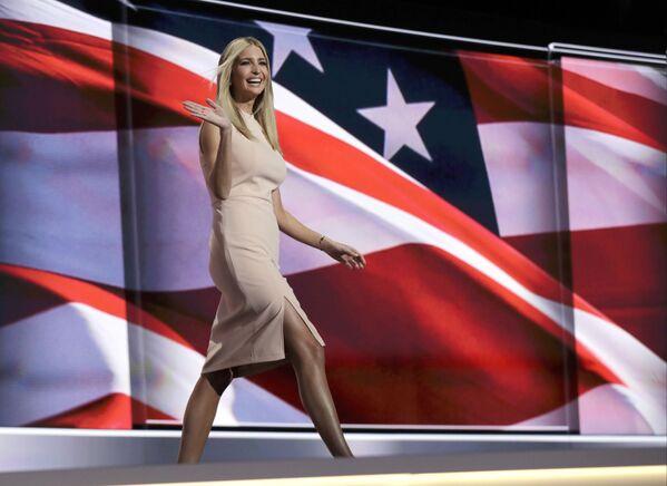 """Córka prezydenta elekta USA Donalda Trumpa 35-letnia Ivanka Trump oświadczyła, że nie będzie ubiegać się o stanowisko w administracji ojca. """"Będę po prostu córką"""" - powiedziała Ivanka, występując razem z ojcem w programie CBS 60 minut. - Sputnik Polska"""